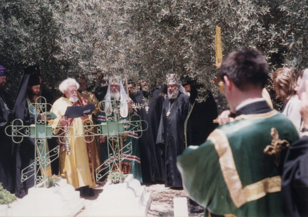на кладбище в Горненском